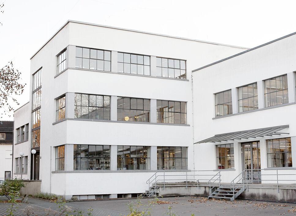 BRAIN Biotech AG Gebäude 34, ein revitalisierter Altbau im Bauhaus-Stil