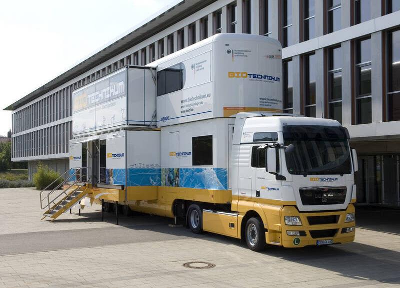 Der zweistöckige BIOTechnikum-Truck des BMBF macht am 05. und 06. November 2009 Station in Bensheim.