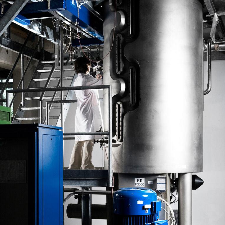 Fermentative Herstellung von rekombinanten Wundkonditionierungsproteinen in der 3 m³ fassenden BRAIN Pilotanlage.
