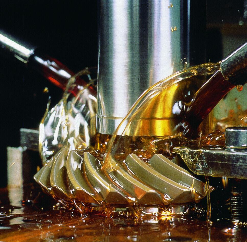 Industrieöle als Schmierstoffefür eine florierende Wirtschaft.