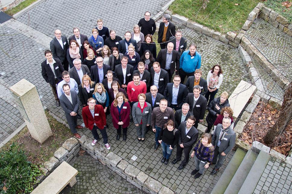 Gruppenbild der Teilnehmer des 3. Annual Meeting der strategischen Allianz NatLifE 2020 bei der BRAIN AG in Zwingenberg.