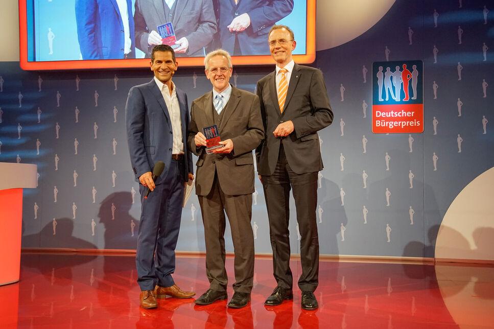 Preisträger Dr. Holger Zinke, Gründer der BRAIN AG, mit  Laudator Dr. Gerd Landsberg, Hauptgeschäftsführer des Deutschen Städte- und Gemeind