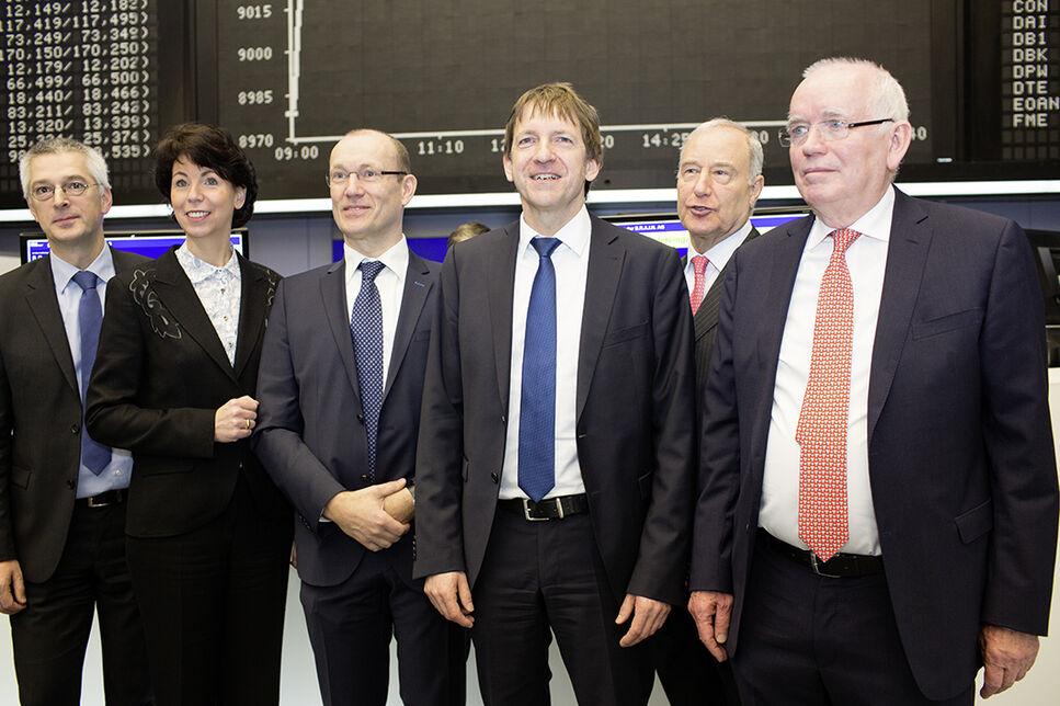 Das Management der BRAIN zusammen mit Hauke Stars aus dem Vorstand der Deutschen Börse in Erwartung des ersten Kurses. Vlnr.: Dr. Martin Lan