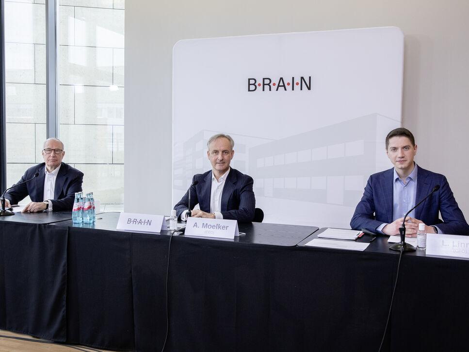 Aufsichtsratsvorsitzender Dr. Georg Kellinghusen, CEO Adriaan Moelker und CFO Lukas Linnig bei der digital übertragenen Hauptversammlung zum Geschäftsjahr 2019/20